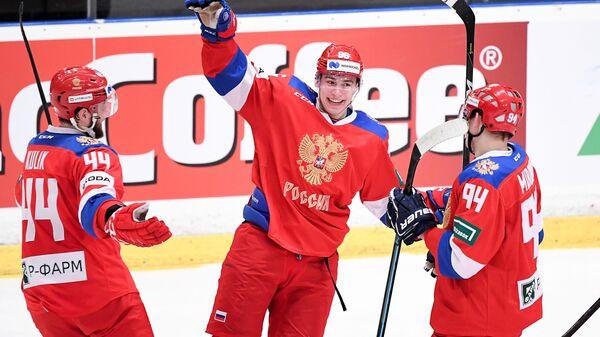 Хоккеисты сборной России Евгений Кулик, Андрей Кузьменко и Андрей Миронов