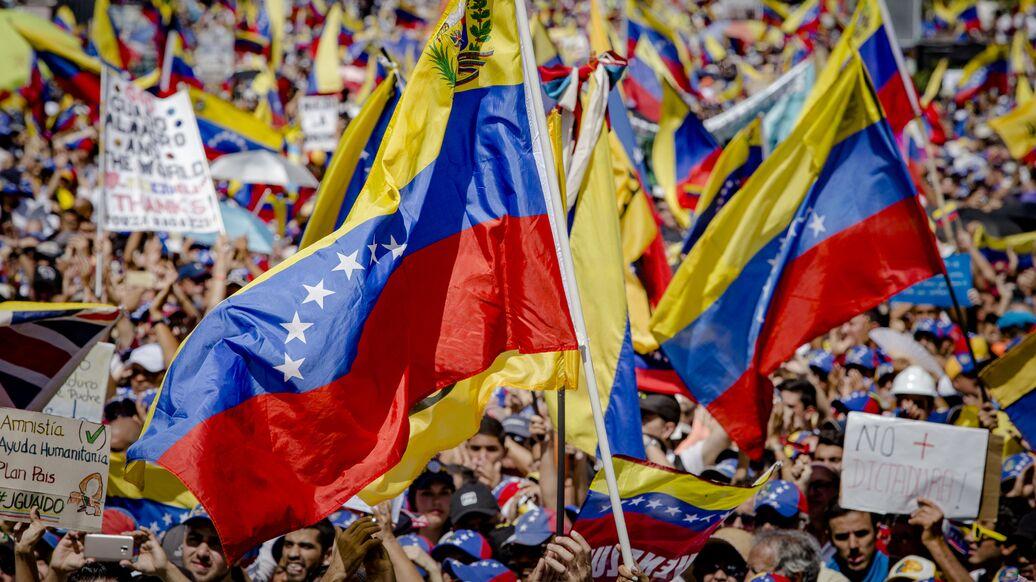 Пекин опроверг сообщения WSJ о переговорах с венесуэльской оппозицией