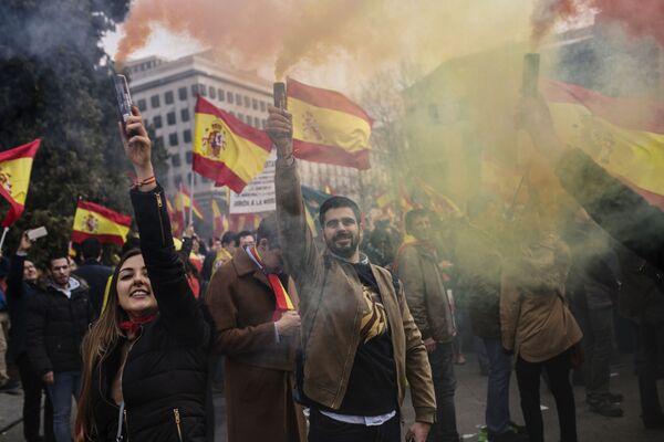Участники митинга за единство Испании собрались на площади Колумба в Мадриде