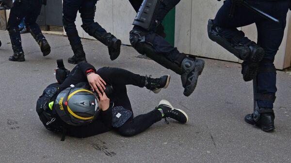 Акция протеста жёлтых жилетов во Франции