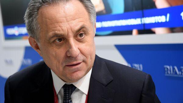 Заместитель председателя правительства РФ Виталий Мутко на стенде МИА Россия Сегодня на Российском инвестиционном форуме в Сочи