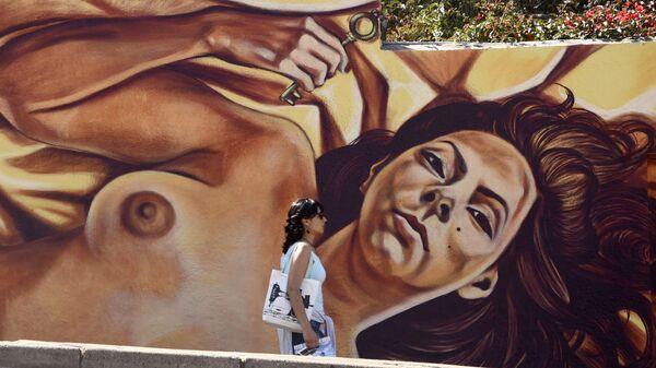Граффити с изображением обнаженной девушки на одной из улиц в Вальпараисо