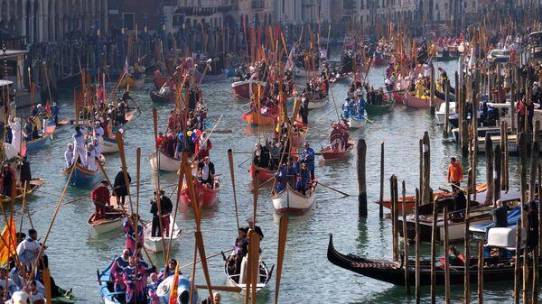 Парад, посвященный началу карнавального сезона в Венеции