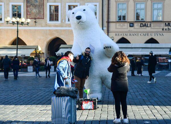 Туристы на Староместской площади в Праге