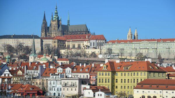 Вид на Пражский Град и собор Святого Вита от реки Влтава в Праге