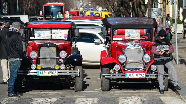 Ретро автомобили на Староместской площади в Праге