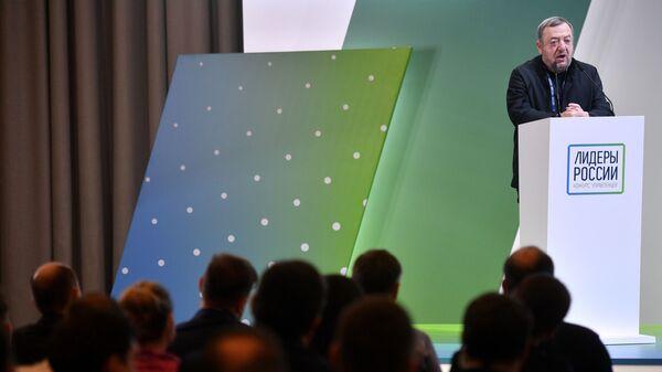 Режиссёр Павел Лунгин выступает на церемонии открытия второго полуфинала конкурса Лидеры России