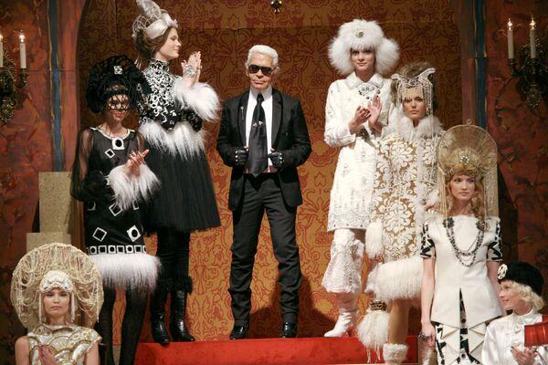 Креативный директор Дома Шанель Карл Лагерфельд представил коллекцию Париж-Москва в Государственном академическом Малом театре