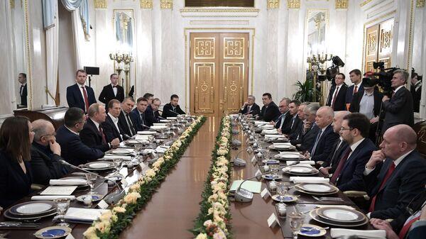 Владимир Путин во время встречи с представителями российских информационных агентств и печатных средств массовой информации. 20 февраля 2019