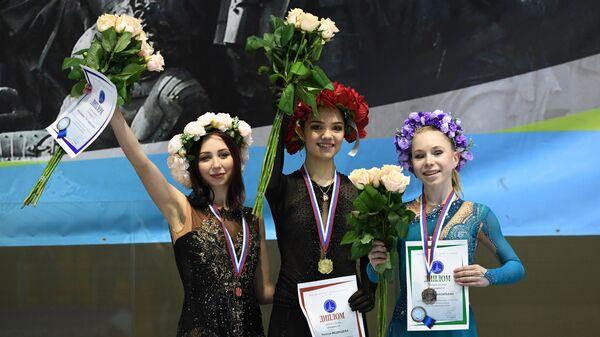 Елизавета Туктамышева, Евгения Медведева и Виктория Васильева (слева направо)