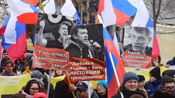 Участники марша памяти Бориса Немцова в Москве. 24 февраля 2019