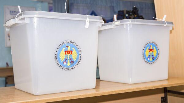 Урны для голосования на избирательном участке в Кишиневе. 24 февраля 2019