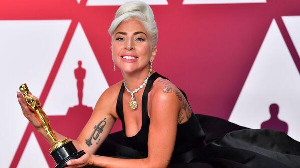 Леди Гага, получившая награду за Лучшую песню, на церемонии вручения наград премии Оскар-2019