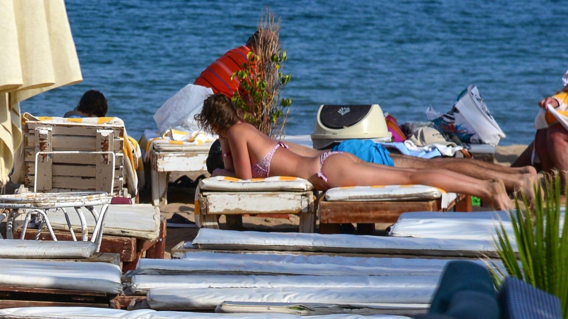 Отдыхающие на пляже в Шарм-эль-Шейхе - РИА Новости, 1920, 09.08.2021