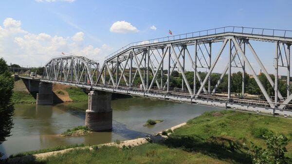 Вид на железнодорожный мост в Бендерах, Приднестровье
