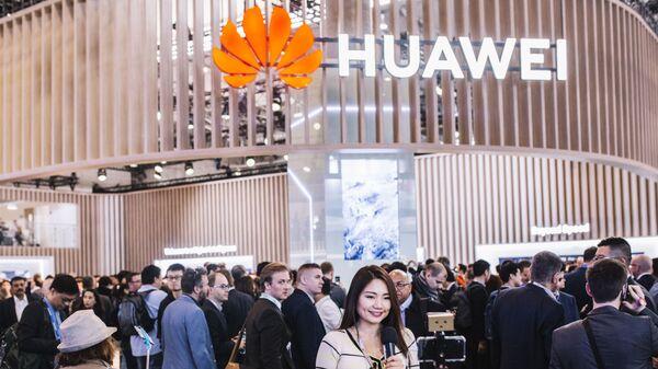 Логотип Huawei на выставке