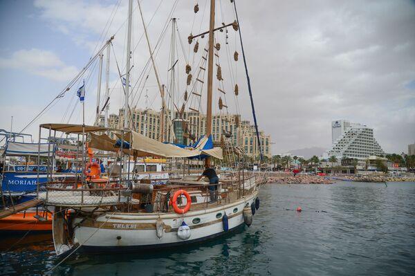 Прогулочные яхты в бухте Эйлата