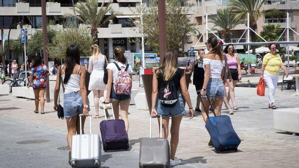 Туристы в порту Ибицы
