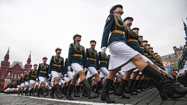 Военнослужащие парадных расчетов на генеральной репетиции военного парада на Красной площади, посвященного 73-й годовщине Победы в Великой Отечественной войне