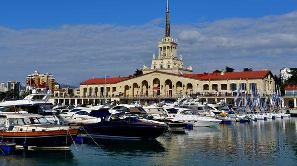 Вид на здание морского порта в Сочи