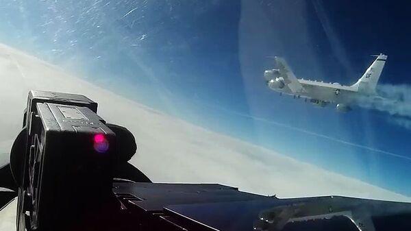 Перехват самолета-разведчика США российским истребителем Су-27