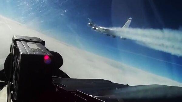 Перехват истребителем Су-27 самолета-разведчика США RC-135 над Балтикой