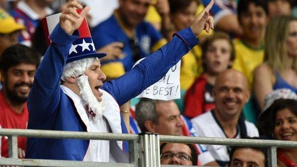 Болельщик сборной США в матче 1/8 финала чемпионата мира по футболу 2014 Бельгия - США на стадионе Фонте Нова в Сальвадоре