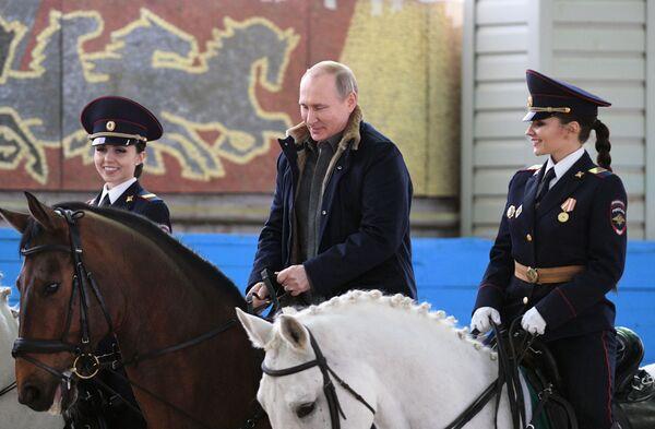 Президент РФ Владимир Путин во время посещения 1-го оперативного полка полиции ГУ МВД РФ по городу Москве. 7 марта 2019