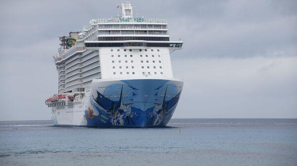 Круизный лайнер Escape компании Norwegian Cruise Line