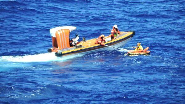 Спасение пассажиров после падения легкомоторного самолета в Карибское море
