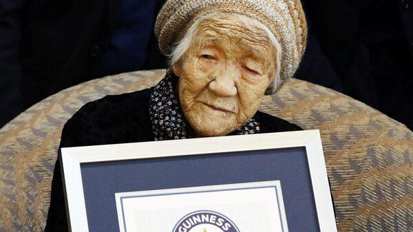 116-летняя японка Канэ Танака с сертификатом рекорда Гиннеса