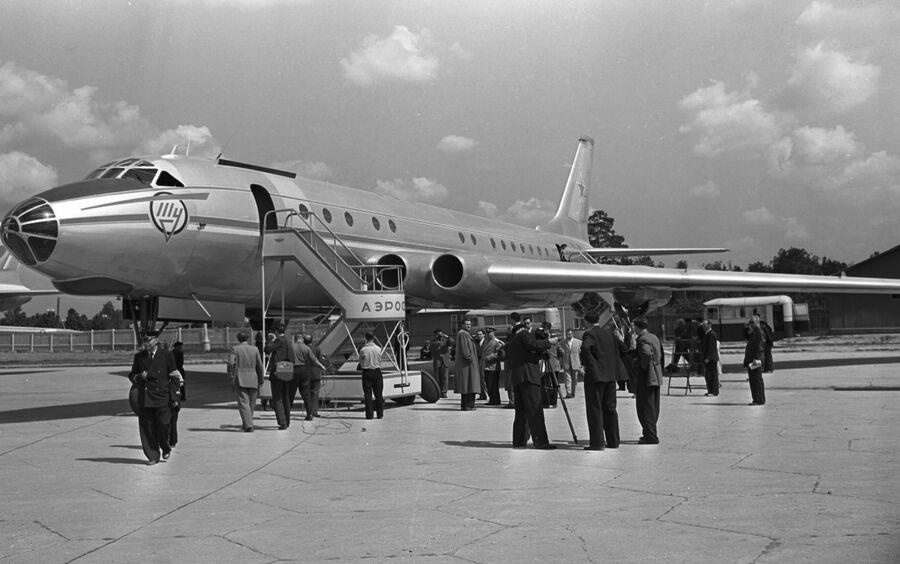 Ту-110 советский среднемагистральный пассажирский самолёт
