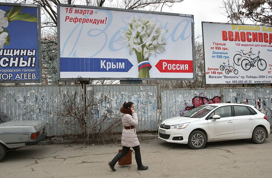 Баннеры в преддверии референдума по определению статуса Крыма в центре Симферополя