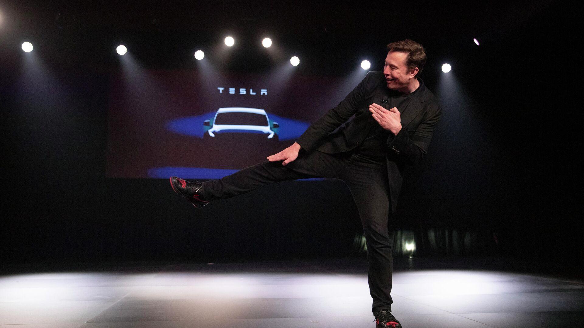 Глава компании Tesla Илон Маск во время презентации автомобиля Tesla Model Y. 14 марта 2019 - РИА Новости, 1920, 24.11.2020