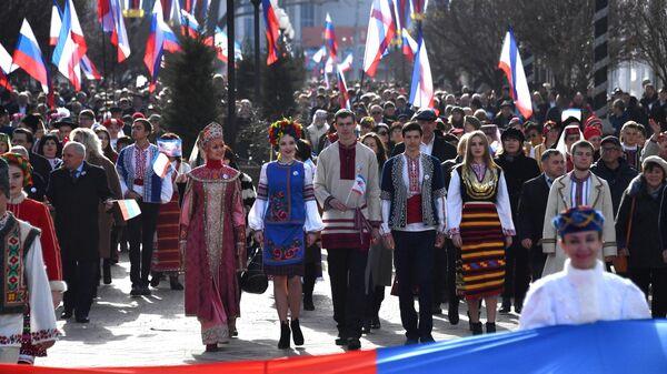 Праздничное шествие во время мероприятий, посвященных 5-й годовщине Общекрымского референдума 2014 года и воссоединения Крыма с Россией, в Симферополе