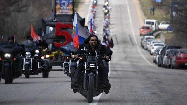 Президент мотоклуба Ночные волки Александр Залдастанов во время  автопробега в Крыму