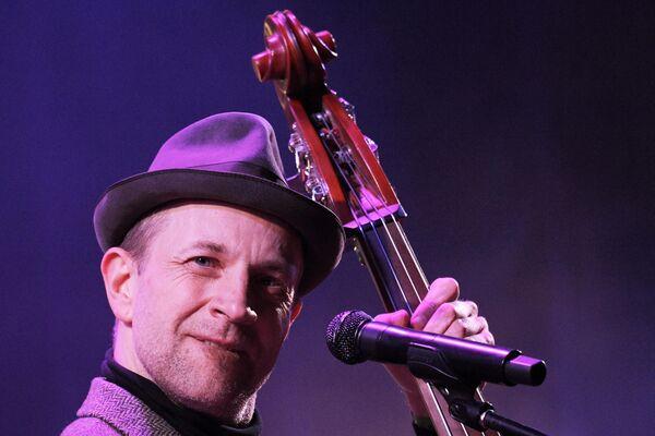 Вокалист группы BILLY'S BAND Билли Новик выступает на Koktebel Jazz Party фестиваля Крымская весна