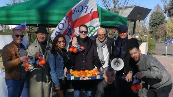 Участники акции протеста против санкций в Милане, Италия