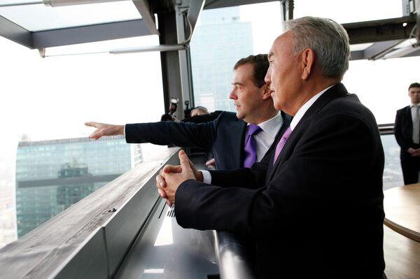 Президент РФ Дмитрий Медведев и президент Казахстана Нурсултан Назарбаев на 62-м этаже башни Федерация