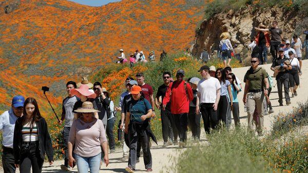 Туристы в Walker Canyon в Калифорнии
