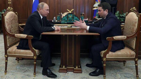 Президент РФ Владимир Путин во время рабочей встречи с Андреем Чибисом. 21 марта 2019