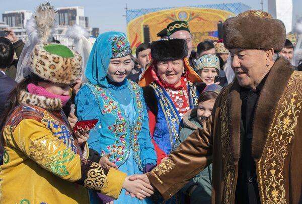 Первый президент Казахстана Нурсултан Назарбаев на праздновании Наурыза в Астане
