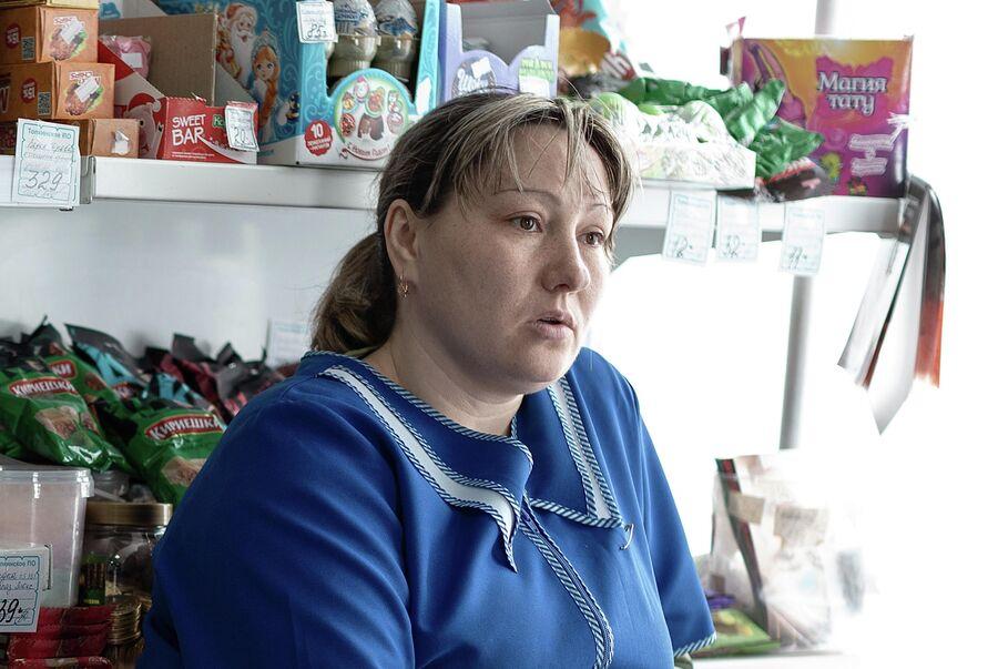 Продавщица в магазине в поселке Трещевский