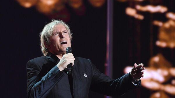 Певец Майкл Болтон (США) во время церемонии вручения музыкальной премии BraVo в Москве