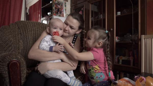 Они против матерей и против детей: зачем опека забирает малышей из семьи?