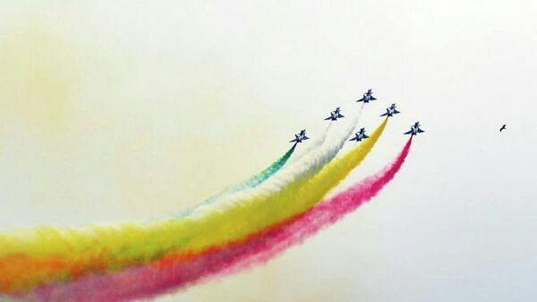Выступление пилотажной группы из Китая во время парада в честь 79-ой годовщины празднования Дня Пакистана в Исламабаде