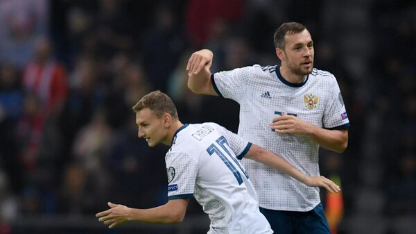Нападающий сборной России Фёдор Чалов и Артём Дзюба
