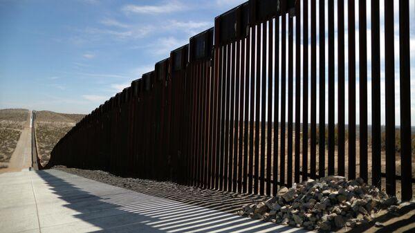 Пограничное ограждение на границе США и Мексики