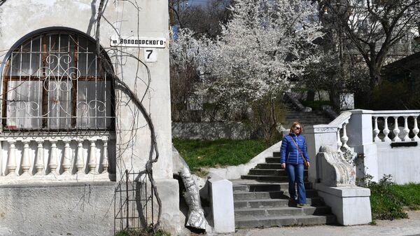 Девушка весной в Севастополе