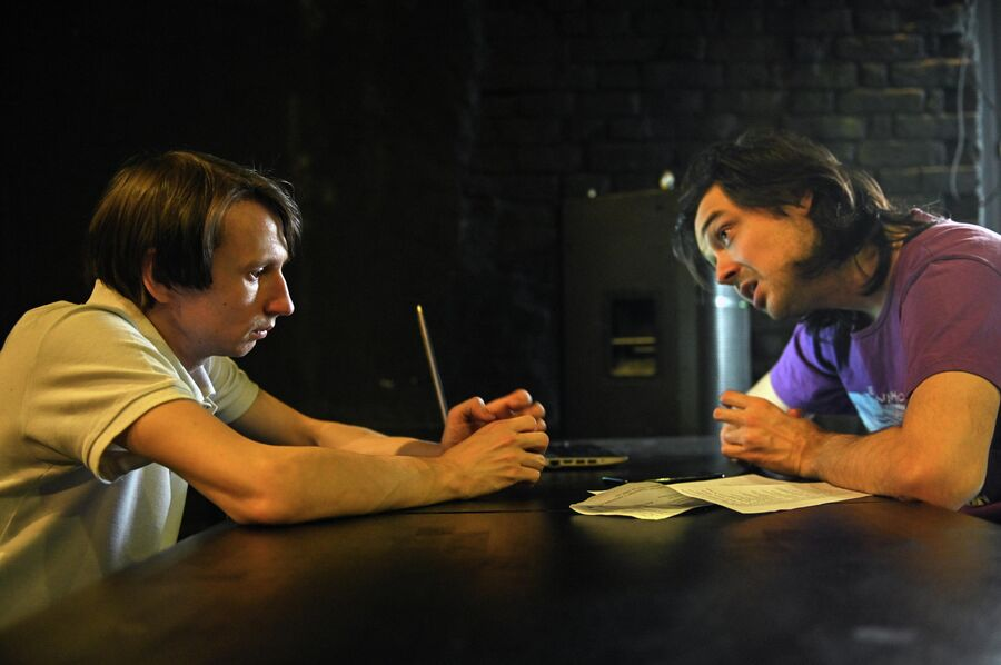Студент ГИТИСа Алексей Губкин на репетиции спектакля